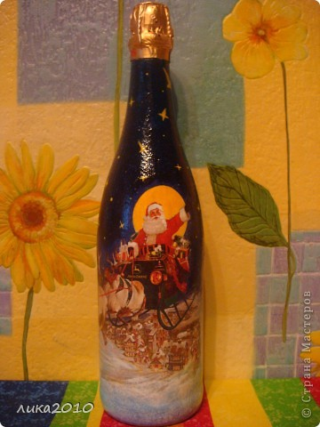 Салфетка, краска (фон, подрисовала звезды, переход от салфетки к фону, закрасила белую луну желтым), лак. Фольгу сняла по максимуму, чтоб потом после использования по назначению осталась красивая бутылка на память. фото 1