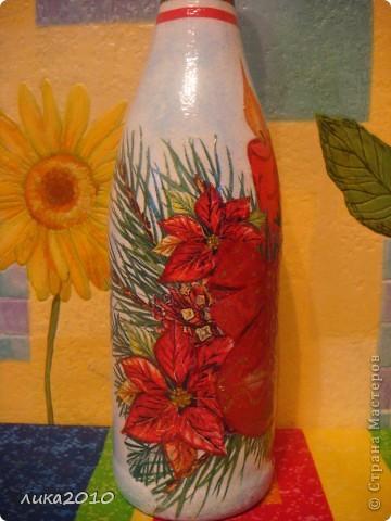 Салфетка, краска (фон, подрисовала звезды, переход от салфетки к фону, закрасила белую луну желтым), лак. Фольгу сняла по максимуму, чтоб потом после использования по назначению осталась красивая бутылка на память. фото 4
