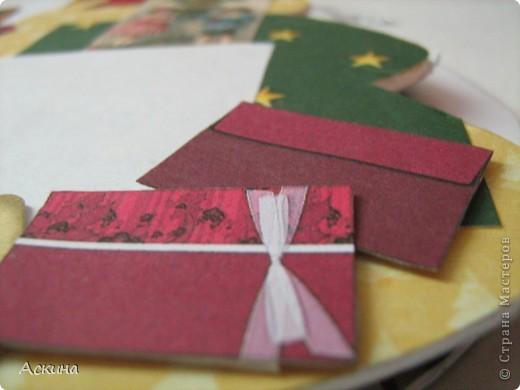 Альбомчик делала по этому МК http://scrap-info.ru/myarticles/article_storyid_288.html, правда у меня не было готовых фигур звезды,елки и шара,пришлось самой нарисовать и вырезать из твердого картона. фото 12