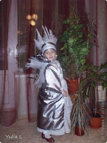 Хочу показать наши новогодние штучки для юной принцессы. Перчатки и бант для волос: металлизированный трикотаж, сетка, тесьма. фото 4