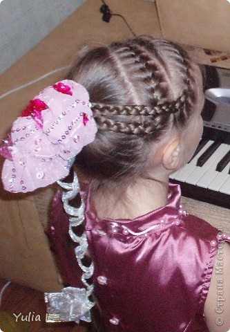 Хочу показать наши новогодние штучки для юной принцессы. Перчатки и бант для волос: металлизированный трикотаж, сетка, тесьма. фото 6