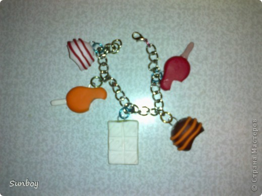 Подарок девушке)  Браслет из пластики,альбом с фото,ну и соответственно коробочка) фото 3