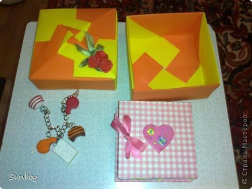 Подарок девушке)  Браслет из пластики,альбом с фото,ну и соответственно коробочка) фото 1