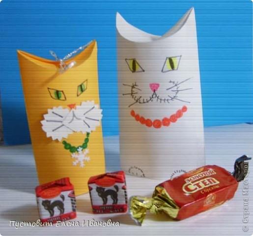 Спасибо большое Татьяне Николаевне Просняковой за придумку сделать животных из рулончиков туалетной бумаги!!! Наш  Котофей сделан из ватмана.Он очень любит конфеты :))) фото 9