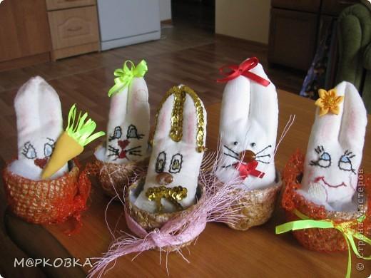 В качестке сувениров решила сшить подружкам зайчат. Идею нашла здесь http://svetta-silk.blogspot.com/2010/12/blog-post_04.html фото 4