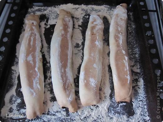 По многочисленным просьбам показываю, как сделать мой (и не только мой) любимый торт.  Для теста: 1 стакан 20% сметаны; 1 яйцо; 1/2 стакана сахара; 1/2 ч.л. соды (гасить не надо); 4-5 стаканов муки. Для начинки взять по 300 г. кураги и чернослива.  Крем: сметана+сахар. На крем уходит примерно 1 литр сметаны. Сахар по вкусу. фото 13