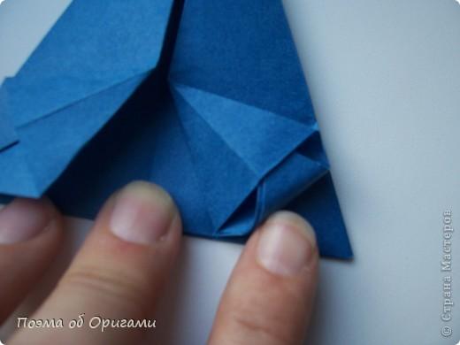 Эту оригами модель придумала сравнительно недавно Евгения Парфенова из России. Хотя саму игру, видимо, придумали давным-давно. Она стола известна под названием «бильбоке». Изначально использовался  деревянный или глиняный стакан, от дна которого, отходила веревочка – на ней держался шарик. Придется немного потренироваться в ловкости, что бы ни касаясь шарика руками забросить его в стакан. Ранее уже был опубликован МК на тему этой забавы под названием «Поймай желудь». Его можете найти здесь: http://stranamasterov.ru/node/117821 фото 15
