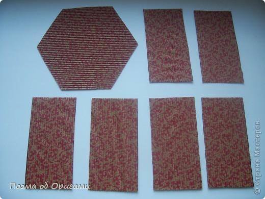 Зимой стаи снегирей очень хорошо различимы как на безлиственных деревьях парка, так и на белоснежном фоне. У самцов снегирей грудка розовато-красного цвета, у самок она буровато-серая. Эта подставка для карандашей складывается легко, даже если готовить ее с дошколятами.  Все квадраты, используемые для поделки, имеют одинаковый размер, в данном примере 20х20см. фото 20