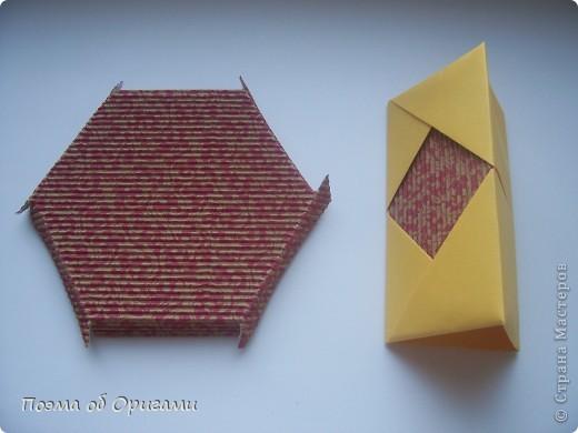 Зимой стаи снегирей очень хорошо различимы как на безлиственных деревьях парка, так и на белоснежном фоне. У самцов снегирей грудка розовато-красного цвета, у самок она буровато-серая. Эта подставка для карандашей складывается легко, даже если готовить ее с дошколятами.  Все квадраты, используемые для поделки, имеют одинаковый размер, в данном примере 20х20см. фото 22