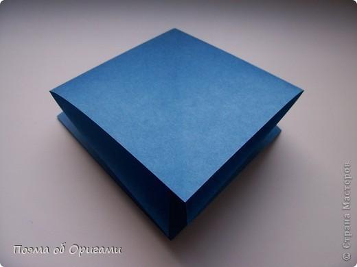 Эту оригами модель придумала сравнительно недавно Евгения Парфенова из России. Хотя саму игру, видимо, придумали давным-давно. Она стола известна под названием «бильбоке». Изначально использовался  деревянный или глиняный стакан, от дна которого, отходила веревочка – на ней держался шарик. Придется немного потренироваться в ловкости, что бы ни касаясь шарика руками забросить его в стакан. Ранее уже был опубликован МК на тему этой забавы под названием «Поймай желудь». Его можете найти здесь: http://stranamasterov.ru/node/117821 фото 2