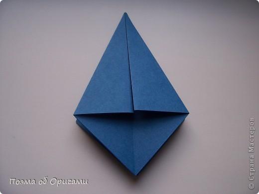 Эту оригами модель придумала сравнительно недавно Евгения Парфенова из России. Хотя саму игру, видимо, придумали давным-давно. Она стола известна под названием «бильбоке». Изначально использовался  деревянный или глиняный стакан, от дна которого, отходила веревочка – на ней держался шарик. Придется немного потренироваться в ловкости, что бы ни касаясь шарика руками забросить его в стакан. Ранее уже был опубликован МК на тему этой забавы под названием «Поймай желудь». Его можете найти здесь: http://stranamasterov.ru/node/117821 фото 4