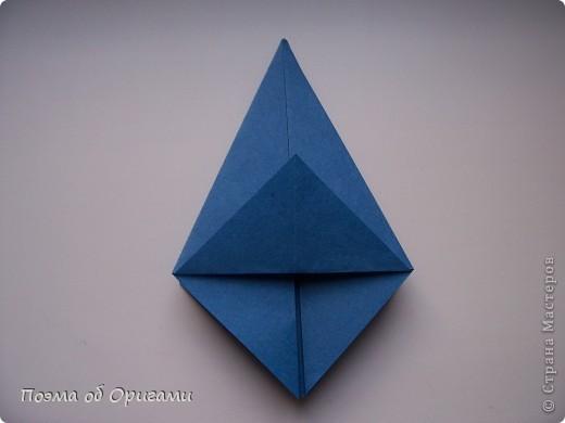 Эту оригами модель придумала сравнительно недавно Евгения Парфенова из России. Хотя саму игру, видимо, придумали давным-давно. Она стола известна под названием «бильбоке». Изначально использовался  деревянный или глиняный стакан, от дна которого, отходила веревочка – на ней держался шарик. Придется немного потренироваться в ловкости, что бы ни касаясь шарика руками забросить его в стакан. Ранее уже был опубликован МК на тему этой забавы под названием «Поймай желудь». Его можете найти здесь: http://stranamasterov.ru/node/117821 фото 5