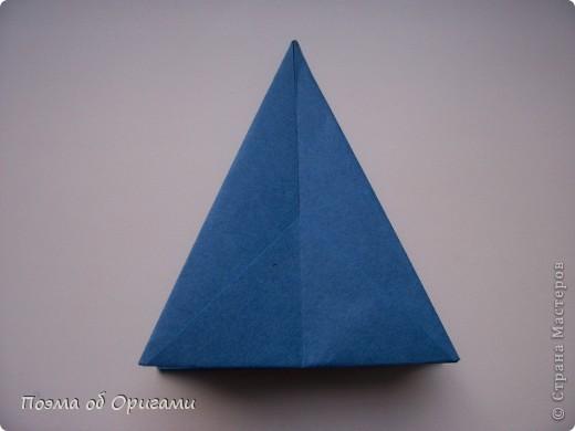 Эту оригами модель придумала сравнительно недавно Евгения Парфенова из России. Хотя саму игру, видимо, придумали давным-давно. Она стола известна под названием «бильбоке». Изначально использовался  деревянный или глиняный стакан, от дна которого, отходила веревочка – на ней держался шарик. Придется немного потренироваться в ловкости, что бы ни касаясь шарика руками забросить его в стакан. Ранее уже был опубликован МК на тему этой забавы под названием «Поймай желудь». Его можете найти здесь: http://stranamasterov.ru/node/117821 фото 6