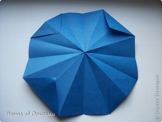 Эту оригами модель придумала сравнительно недавно Евгения Парфенова из России. Хотя саму игру, видимо, придумали давным-давно. Она стола известна под названием «бильбоке». Изначально использовался  деревянный или глиняный стакан, от дна которого, отходила веревочка – на ней держался шарик. Придется немного потренироваться в ловкости, что бы ни касаясь шарика руками забросить его в стакан. Ранее уже был опубликован МК на тему этой забавы под названием «Поймай желудь». Его можете найти здесь: http://stranamasterov.ru/node/117821 фото 8