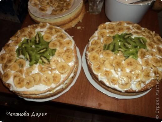 Здравствуйте это мой первый МК! Я расскажу как я делаю вкуссный тортик из бисквита, который так любит вся моя семья! И готовить его не трудно! фото 12