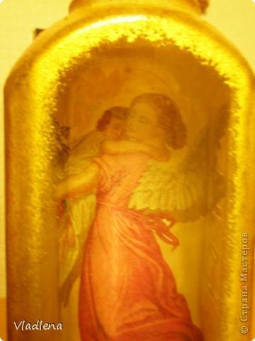 Бутылка для святой воды. Обратный декупаж. Общий вид в интерьере (хотя, на мой взгляд, ей не там место). Бликует страшно, уже в лаке. фото 3