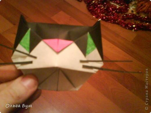 Киски-оригами. Они могут открывать рты, если нажать с двух сторон. Делаем из квадрата, полученного из листа формата А4 (стандартный лист) фото 33