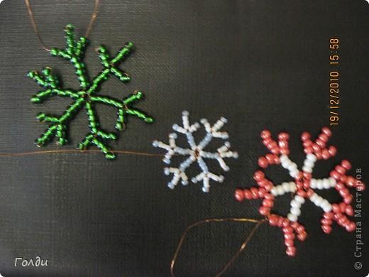 Снежинки из бисера фото 1