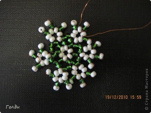 Снежинки из бисера фото 2