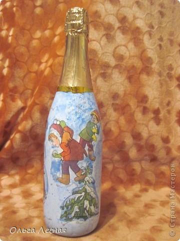 Декупаж уже делала, а вот на стекле, точнее на бутылках - первый раз. О результате - судить вам. фото 4
