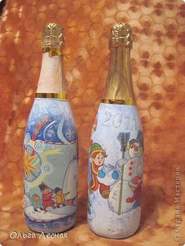 Декупаж уже делала, а вот на стекле, точнее на бутылках - первый раз. О результате - судить вам. фото 7