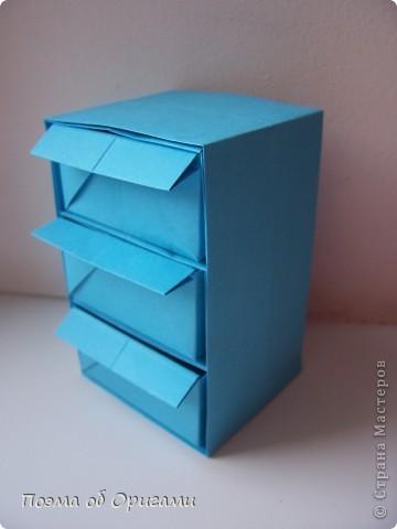 Вдохновением для этой работы послужили уже широко известные комодики, складывающиеся из спичечных коробков. Этот оригами-комод я придумала сама. Он складывается из стандартных А4 листов. Для данного примера было использовано таких 10шт.  Этот способ достаточно расширяет возможности и прежде всего - это размер готового изделия.  Для начала потребуется немного терпения и вдохновения))  А вот идеи по оформлению мини-комодов жителями Страны здесь: http://stranamasterov.ru/node/41405 http://stranamasterov.ru/node/66644 http://stranamasterov.ru/node/63054 http://stranamasterov.ru/node/6078 http://stranamasterov.ru/node/60443 http://stranamasterov.ru/node/48287 http://stranamasterov.ru/node/67696 http://stranamasterov.ru/node/40303 http://stranamasterov.ru/node/111164 http://stranamasterov.ru/node/139152 http://stranamasterov.ru/node/140311 фото 33