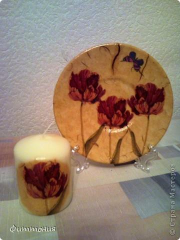 Еще один комплект тарелочек в паре со свечами. Здесь использована скорлупа и декупажная карта. Все покрыто акриловой краской, затем лаком. фото 5