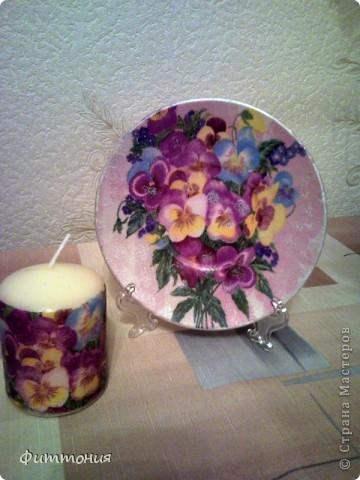 Еще один комплект тарелочек в паре со свечами. Здесь использована скорлупа и декупажная карта. Все покрыто акриловой краской, затем лаком. фото 7