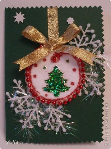Новогодние праздники в самом разгаре, поэтому открытки ручной работы все еще востребованы в качестве чудесного подарка. Елочка из гофрированных формочек, которые остаются из-под конфет. За идею огромное спасибо Александре (k.aktus) http://stranamasterov.ru/node/127770 фото 3