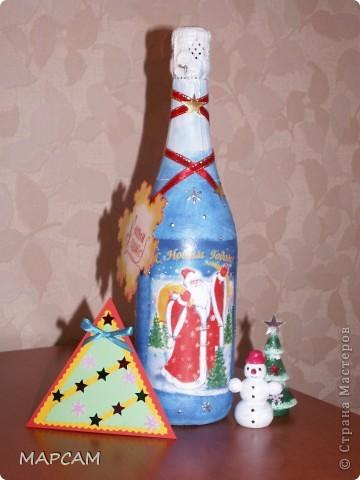 Всех-всех жителей и гостей Старны хочу поздравить с наступившим  2011 годом. Желаю всем благополучия, счастья, процветания, творческих успехов и фантазий.  Решила на Новый год подготовить своим друзьям вот такие подарочки. Вот такие три бутылочки получились... Итак, лицевая сторона... фото 4