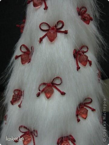 Всех мастериц  с Новым годом!!!  Так как год, что пришел к нам кролика, и кошечки - мне захотелось одеть елочку в теплую и нарядную шубку. фото 2