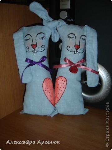 подарю одной влюбленной парочке)))) на уровне сердечка зайки держатся на магните... фото 2