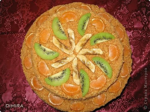 Сын на День рождения заказал двухэтажный торт с фруктами. Вот что получилось.