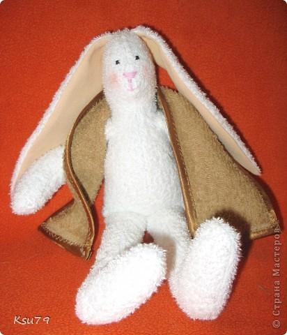 Давно мечтала сшить такого кролика и вот мечта сбылась! очень понравилось работать с махрой. Ой, забыл полотенце... фото 2