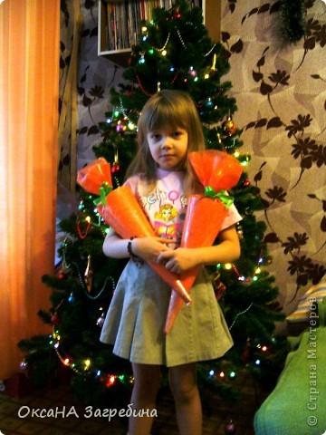Вот такая вот зайка - подарок любимой крестнице. Внутри - конфетки и мандаринки.  фото 5