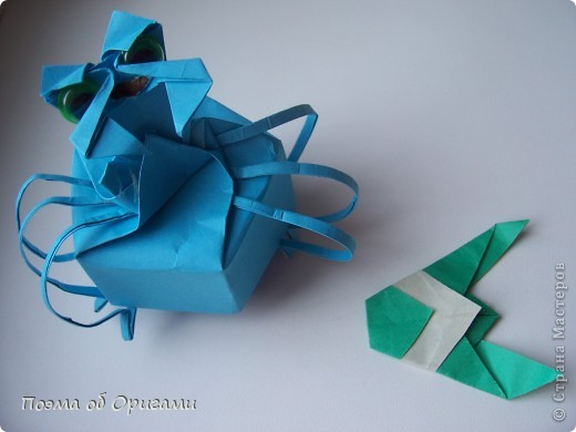 Этого паучка я придумала сама. Пятигранная коробочка поместит дорогие вашему сердцу вещи, а паучок будет беречь их как зеницу ока. фото 1