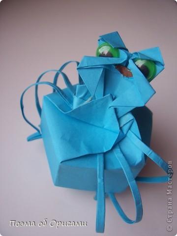 Этого паучка я придумала сама. Пятигранная коробочка поместит дорогие вашему сердцу вещи, а паучок будет беречь их как зеницу ока. фото 35