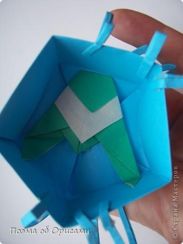 Этого паучка я придумала сама. Пятигранная коробочка поместит дорогие вашему сердцу вещи, а паучок будет беречь их как зеницу ока. фото 42