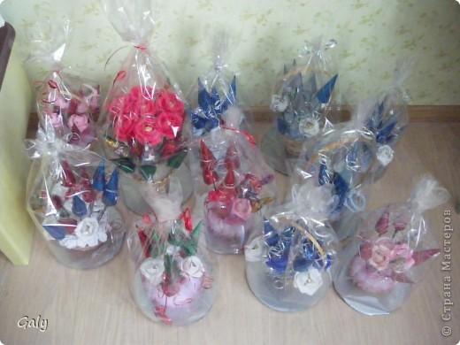 Букеты из конфет упакованы и ждут своего часа фото 1