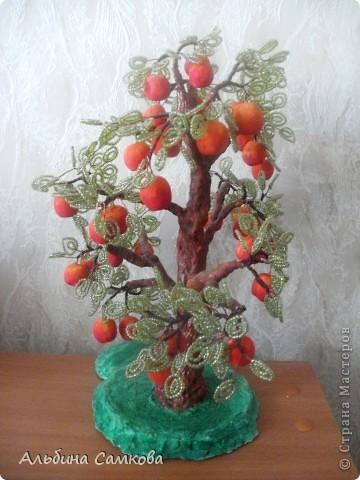 Сделала первое дерево. Высота 31 см. Яблоки из соленого теста, расписывала по МК Марины Архиповой, за что ей большое спасибо. фото 5