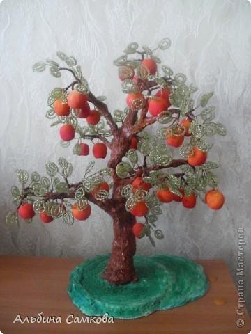 Сделала первое дерево. Высота 31 см. Яблоки из соленого теста, расписывала по МК Марины Архиповой, за что ей большое спасибо. фото 1