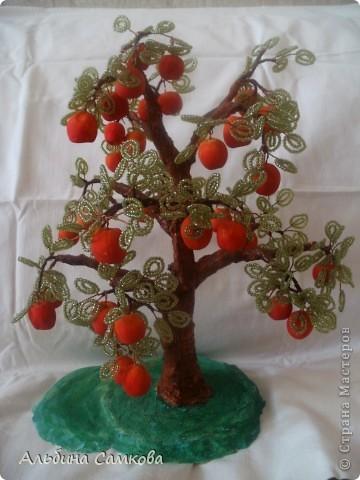 Сделала первое дерево. Высота 31 см. Яблоки из соленого теста, расписывала по МК Марины Архиповой, за что ей большое спасибо. фото 3