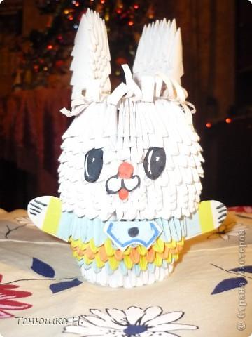 Модульный зайка-символ 2011 года. Надеюсь, что он принесет удачу мне и всем пользователям сайта. Это моя вторая работа в технике модульное оригами. По-моему, получилось. А вы что думаете? Жду комментарии!