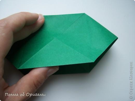 Эта башня составлена из одинаковых блоков и может быть логически продолжена до бесконечности: включать сколько угодно подобных секций и уровней. Поэтому эта модель отлично подходит для коллективной работы в коллективе. Модель этой симпатичной девушки носит имя НОА-чан и со времени со своего рождения даже успела стать символом Японской Ассоциации Оригами. фото 14