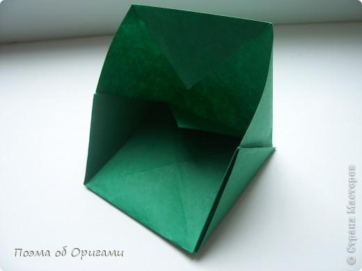Эта башня составлена из одинаковых блоков и может быть логически продолжена до бесконечности: включать сколько угодно подобных секций и уровней. Поэтому эта модель отлично подходит для коллективной работы в коллективе. Модель этой симпатичной девушки носит имя НОА-чан и со времени со своего рождения даже успела стать символом Японской Ассоциации Оригами. фото 15