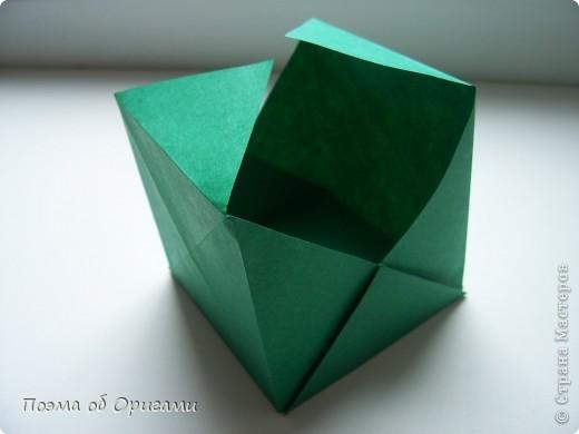 Эта башня составлена из одинаковых блоков и может быть логически продолжена до бесконечности: включать сколько угодно подобных секций и уровней. Поэтому эта модель отлично подходит для коллективной работы в коллективе. Модель этой симпатичной девушки носит имя НОА-чан и со времени со своего рождения даже успела стать символом Японской Ассоциации Оригами. фото 16