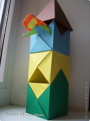 Эта башня составлена из одинаковых блоков и может быть логически продолжена до бесконечности: включать сколько угодно подобных секций и уровней. Поэтому эта модель отлично подходит для коллективной работы в коллективе. Модель этой симпатичной девушки носит имя НОА-чан и со времени со своего рождения даже успела стать символом Японской Ассоциации Оригами. фото 1