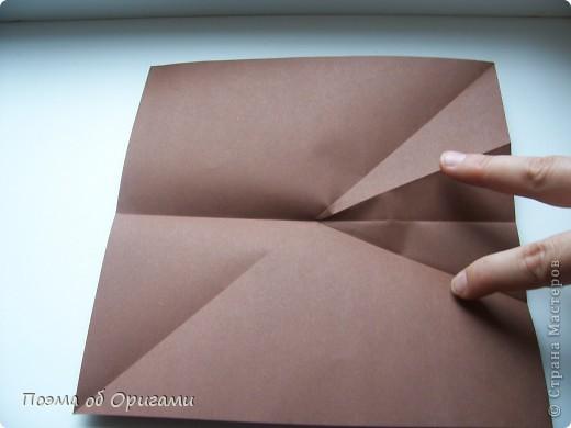 Эта башня составлена из одинаковых блоков и может быть логически продолжена до бесконечности: включать сколько угодно подобных секций и уровней. Поэтому эта модель отлично подходит для коллективной работы в коллективе. Модель этой симпатичной девушки носит имя НОА-чан и со времени со своего рождения даже успела стать символом Японской Ассоциации Оригами. фото 22