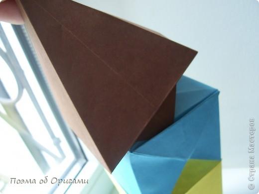 Эта башня составлена из одинаковых блоков и может быть логически продолжена до бесконечности: включать сколько угодно подобных секций и уровней. Поэтому эта модель отлично подходит для коллективной работы в коллективе. Модель этой симпатичной девушки носит имя НОА-чан и со времени со своего рождения даже успела стать символом Японской Ассоциации Оригами. фото 30