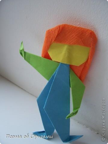 Эта башня составлена из одинаковых блоков и может быть логически продолжена до бесконечности: включать сколько угодно подобных секций и уровней. Поэтому эта модель отлично подходит для коллективной работы в коллективе. Модель этой симпатичной девушки носит имя НОА-чан и со времени со своего рождения даже успела стать символом Японской Ассоциации Оригами. фото 44